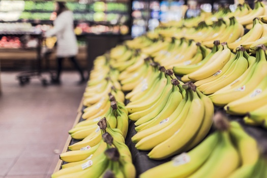 fruits-grocery-bananas-market-medium