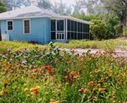 Bamboo Cottage - Coach Quarters, old-style Florida. Smack dab on the beach!